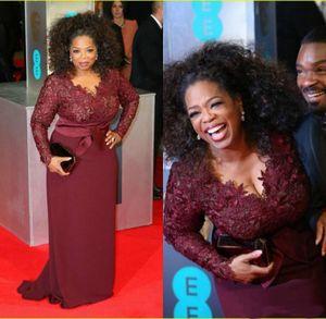 Oprah Winfrey Borgogna maniche lunghe Sexy madre della sposa Abiti scollo a V Guaina in pizzo trasparente Plus Size Celebrity Red Carpet Abiti da sera