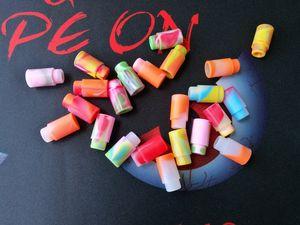 Tapa de boquilla de silicona Punta de goteo de goma Colorido arco iris Silicona Desechable Prueba de prueba universal Probador Cap Para 510 hilos Vape Tank DHL