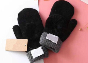 2018 New High Quality Woman Glovess European Fashion Designer Warm Glove Drive Out Of Sports Mitten Brand Gloves Multi-style Optional