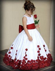 Bianco e Rosso Principessa Flower Girl Abiti Nuovo Piano Lunghezza Abbinato Bow Sash Petal Taffetà Ball Gown Lungo Ragazza Partito Abiti Da Spettacolo F70