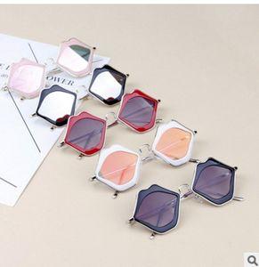 أزياء لطيف الأطفال النظارات الشمسية لطيف أطفال قبلة الشفاه شكل نظارات شمس بنات صيف نمط UV400 الأطفال نظارات الحزب