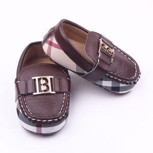 Bebê Mocassins PU Leather Boy Primeira Walker macia com sola de sapatos de meninas meninos recém-nascidos Sapatilhas 0-18Months