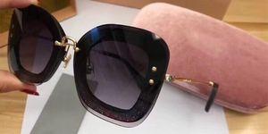 Роскошные 02R солнцезащитные очки Женщины дизайнер популярные солнцезащитные очки кошачьи глаза рамка солнцезащитные очки Кристалл Metarial мода женщины Стиль приходят с розовым корпусом