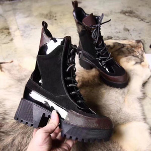 Designer DESERT BOOT Mulheres Botas altas clássicas Botas femininas Botas de couro de couro de inverno Senhora Sola grossa de borracha 5cm Chunky Heel w01