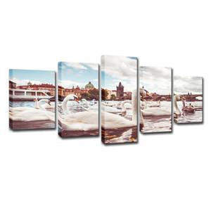 Toile HD Affiche Affiche Décor À La Maison 5 Pièces Cygnes Blancs Près Du Pont Charles À Prague Peintures Murales Art Photos de la Chambre