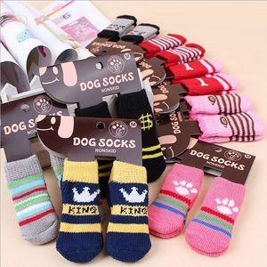 Pet dog cat meias quentes para o inverno Filhote de Cachorro Fofo Cães de Algodão Macio Anti-slip Malha Tecer Meia Skid Dog Inferior gato Meias Roupas
