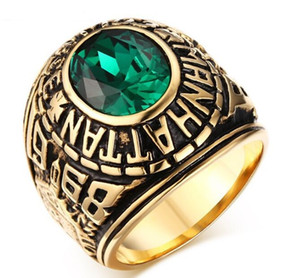 Aço inoxidável Manhattan College Ring com verde CZ cristal para presente da graduação das mulheres dos homens, banhado a ouro EUA tamanho 7-11