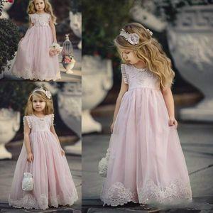 Lovely Blush Pink A Line Country niñas de las flores vestidos Jew Neck plisado manga apliques de encaje niñas del concurso Baby Floral vestidos de bautizo 2018
