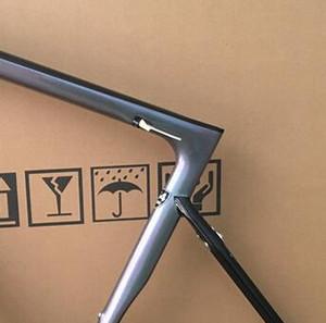 2019 Camaleão Revestido de Carbono Quadro Estrada Brilhante Compatível com DI2 Transmissão Eletrônica Frete Grátis uso 25mm / 28mm Pneus