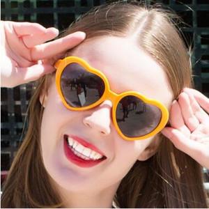 13 Colores Moda Amor Forma de corazón Gafas de sol Gafas de plástico para fiestas Gafas de sol para el corazón UV400 Gafas de sol baratas Gafas de amante Gafas de sol para niños