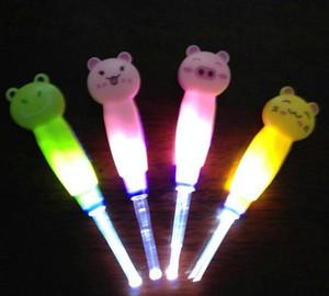 2018 الجملة LED Earpick منظف الأذن LED مضيا الأذن كوريت لتنظيف شمع الأذن للأطفال البالغين
