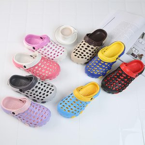 2018 nouvelles chaussures d'été pour femmes dans les grottes Pantoufles pour femmes chaussures de plage tendance pantoufles respirantes grand code dragging.