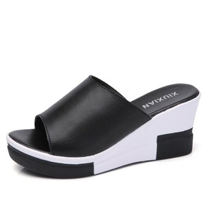 Fashion high quality New slippers 2018 women Non-slip women's sandals Hot Sale Waterproof Wedge slippers size 35-40