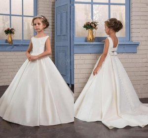 Princess Ivory A Line Satin Flower Girls Dresses 2018 Open Back Long Sweep Train Bambini Abiti da prima comunione per matrimoni