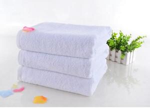 100% coton Hôtel Guest House Serviettes de bain Blanc Serviette de couleur Serviette Douce Fournitures de bain Usage Unisexe Serviettes Naturelles Sécuritaires 70 * 140Cm 400G