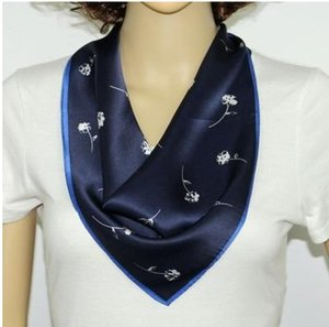 100% Mulberry Silk triangle foulard mouchoir polyvalent sac à main femmes SCARF main cheveux accessorry bandeau10pcs / lot # 4071