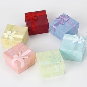 48 шт / много 4x4x2.7cm Square Ring серьги ожерелье ювелирных изделий Box подарков Present Case Holder 8 цветов строения
