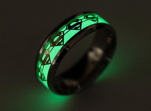 Superman Rings Mens Ring Luminous para hombres Black Gold Silver Stainless Steel Anillos para mujer Glow In The Dark Male Ring Jewelry