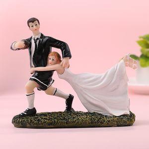FEIS 2019 hotsale estilo del oeste novia y el novio juegan rugby resign cake topper decoración de la habitación de matrimonio regalos de boda