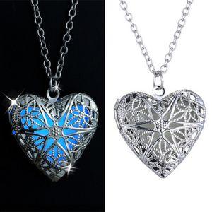 Hollow Heart Locket Luminous Necklace Glow In The Dark Locket Colgante Brillante Joyas Regalos Mujeres Hombres Amor Colgante Collar Regalo de Navidad