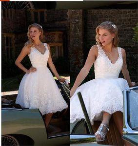 Abiti da sposa corti con scollo a V Princess A Line Abiti da sposa in pizzo Appliques moderni su misura Lunghezza al ginocchio Abiti da cerimonia per feste