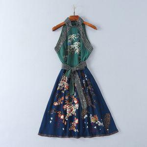 2018 Marque Même Style Robes Flora Imprimer Une Ligne Genou Longueur Sans Manches Halter Robe De Mariage Broderie Perles Prom SH