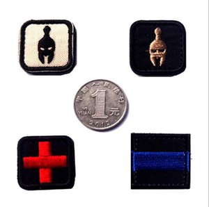 18VP-6 Rescate en cruz Esparta bordado militar Parches Moral Parches tácticos insignias Gancho Loop Brazalete Insignia pequeño tamaño