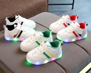 Resorte del otoño niños llevó ocio calza muchachos / Deportes femeninos de los zapatos corrientes que brillan atlético de los zapatos al aire libre de los niños zapatillas de deporte de las luces que destellan del bebé