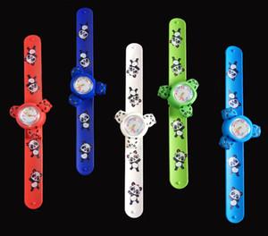Nuevos relojes Cartoon Slap Rotación Spinner Kid reloj de pulsera Banda colorida Panda Cartoon Snap Slap Relojes de silicona para estudiantes