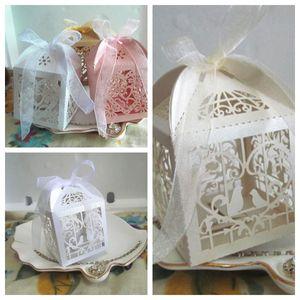 (50 шт. / Лот) Самые дешевые свадебные сувениры коробка конфет дизайна Love love и LOVE Heart Лазерная резка коробка для свадебных душей