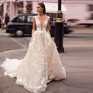 Chic A-line Embroidery Wedding Dresses Deep V-neck Sleeveless Ruched Bohemian Wedding Gown Court Train Castle Bridal Dress