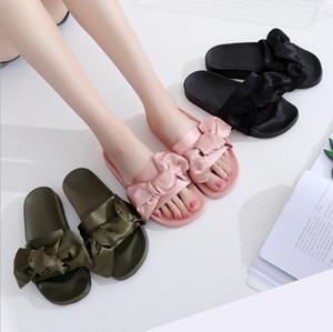 Pantofole Rihanna Pantaloncini estivi da donna con fiocco elegante Pantofole da scivolo nere con scivolo, Pantofole classiche da donna Pantofole nere con scivolo