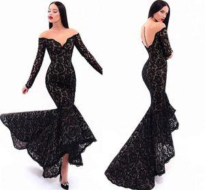 Sexy Black Lace Длинные рукава платья выпускного вечера Mermaid вечерние платья 2020 Иллюзия высокого платье с низким Semi Formal платья Дешевые