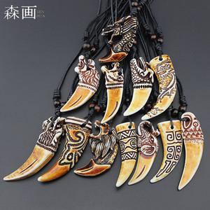 Bijoux En Gros Mixte 12 pcs Faux Yak Os Sculpture Dragon Totem Tigre / Éléphant / Loup Dents Collier Pendentif Animal Dent Amulette Cadeaux MN598
