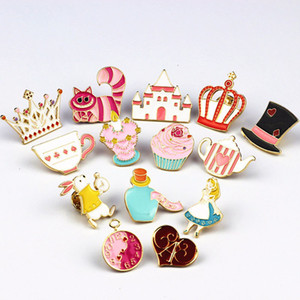 Smalto Pin fibbia T Shirt Pins e spille Gioielli per le donne Cartoon cartoni animati Alice in Wonderland Heart Coniglio Natale Brooch Pin Badge