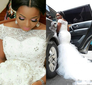 Robes de mariée sirène en dentelle de taille Plus 2019 201 Sheer Bateau Appliques Perlé Cascade de Volants Organza Tribunal Train Robes De Mariée