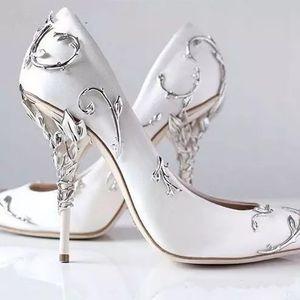 تخريج الزينة يترك spanaling بطبيعة الحال أعلى كعب أبيض المرأة أحذية الزفاف أنيقة الساتان الخنجر الكعوب عدن مضخات الزفاف
