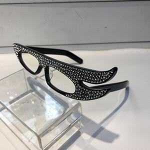 Luxury Sparkling Diamond 0240 Occhiali da sole Specialmente Designer Angel Wings Frame Occhiali da sole protezione UV popolari Stile di alta qualità per le donne