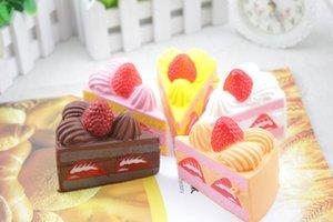 Nouveau Chaud Gâteau D'anniversaire Jouets Squishy Strawberry Layer Strawberry Cake Cream Parfum Lent Rising Toys 8x6 cm