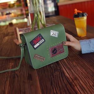 Fashion New Female borsa Borse qualità PU in pelle Borse donna British Retro Badge Square bag Rivet Shoulder Messenger Bag