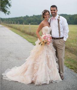Champagne Lace Garden Wedding Dresses 2019 Hot Selling New Court Train Sweetheart Una línea de organza con volantes vestidos de novia por encargo W200