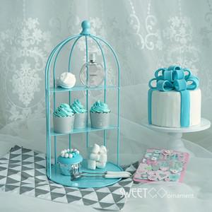 Birdcage für kleinen Kuchen in den blauen Verzierungswerkzeugen, die Süßspeisetischlieferantenbäcker-Schaukasten-Kuchenstandplatz wedding sind
