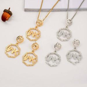 Promoção europa e nos estados unidos big gold m letra octogonal diamante colar de pingente de brincos de jóias duas peças em venda conjunto de jóias