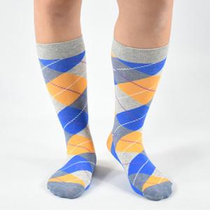 Chaussettes en gros de haute qualité de chaussettes pour hommes d'affaires décontractée coton chaussettes dernière conception vêtements heureux de chaussette (5 paires / lot)