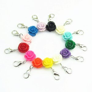 13pcs Mixed Unterschiedliche Farbe Rose Blume baumeln Charme Hummerhakencharme für Schwimm Medaillons Anhänger Schmuck