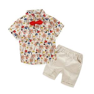 Erkek Çiçek Setleri Çocuk Giyim 2018 Yaz Moda Yay Çiçek T-Shirt + Kısa Pantolon 2 ADET YAN-100 MC