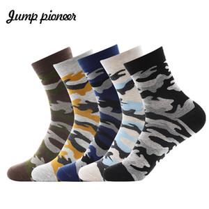 Saltar Pioneer High Quality 5 par / lote Hombres Calcetines Moda Calcetines de algodón Casual Summer Camouflage Happy Men