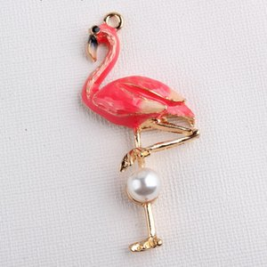 """50 PCS / Lot Art und Weise 2.5 """"Emaille rosafarbener Flamingo-Charmeanhänger mit weißer Imitatperle"""