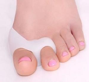Doigts de pied en gel de silicone Séparateur d'orteils à deux trous Pouce Protecteur Valgus Ajusteur d'oignon Hallux Valgus Soins des pieds