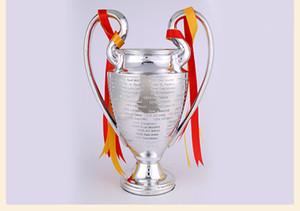 دوري أبطال أوروبا لكرة القدم ليتل مشجعي كرة القدم للمجموعات المعدنية اللون الفضي مع مدريد